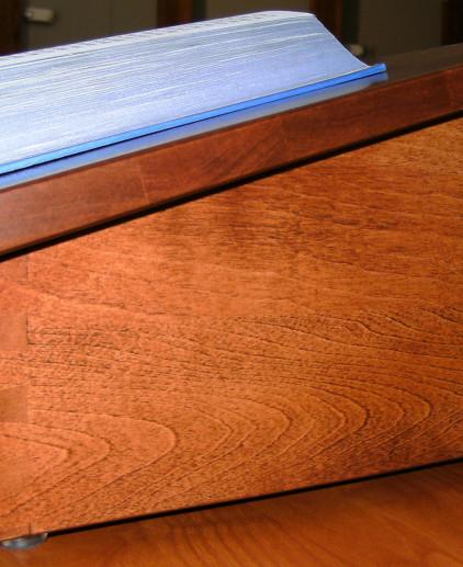 mequon-tabletop-shtenderMain01